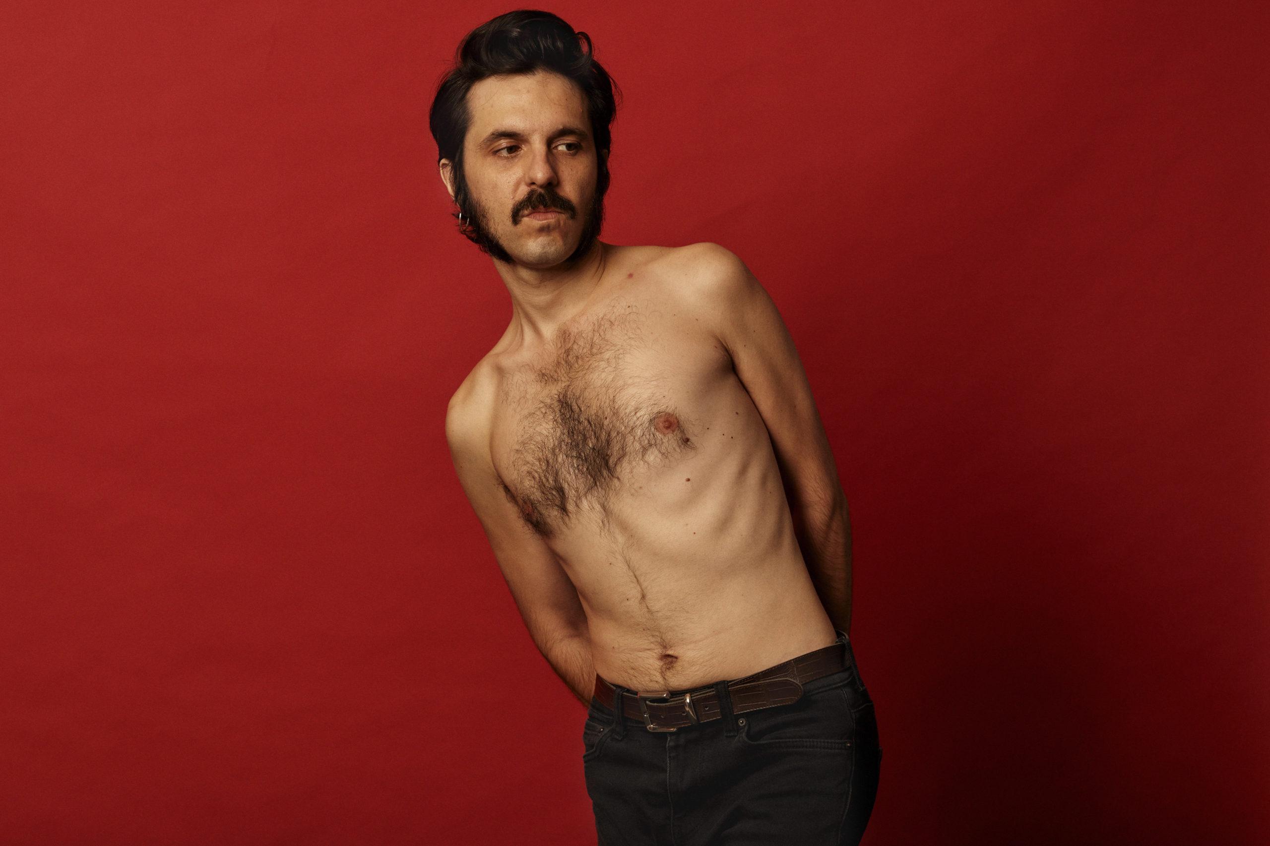 """Chico Jorge, traspasa cualquier cuerpo para llegar directamente al alma con """"Revolución en 32 versos"""""""